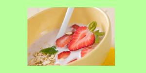 Ein Frühstück wie Erdbeer- Skyr liefert Dir eine Grundlage für den Start in den Tag! Dein Stoffwechsel und die Fettverbrennung werden angekurbelt.