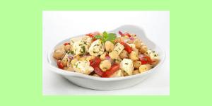 Kichererbsen liefern wichtiges Protein und der leckere Käse aus Schafsmilch enthält viel gesundes Eiweiß. Leckeres Rezept für Dich!
