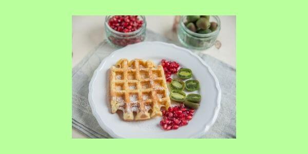 Du liebst auch etwas Süßes zum Frühstück? Dann habe ich hier Magerquark - Waffeln mit Granatapfelkernen für Dich. Gesund, lecker, schnell.
